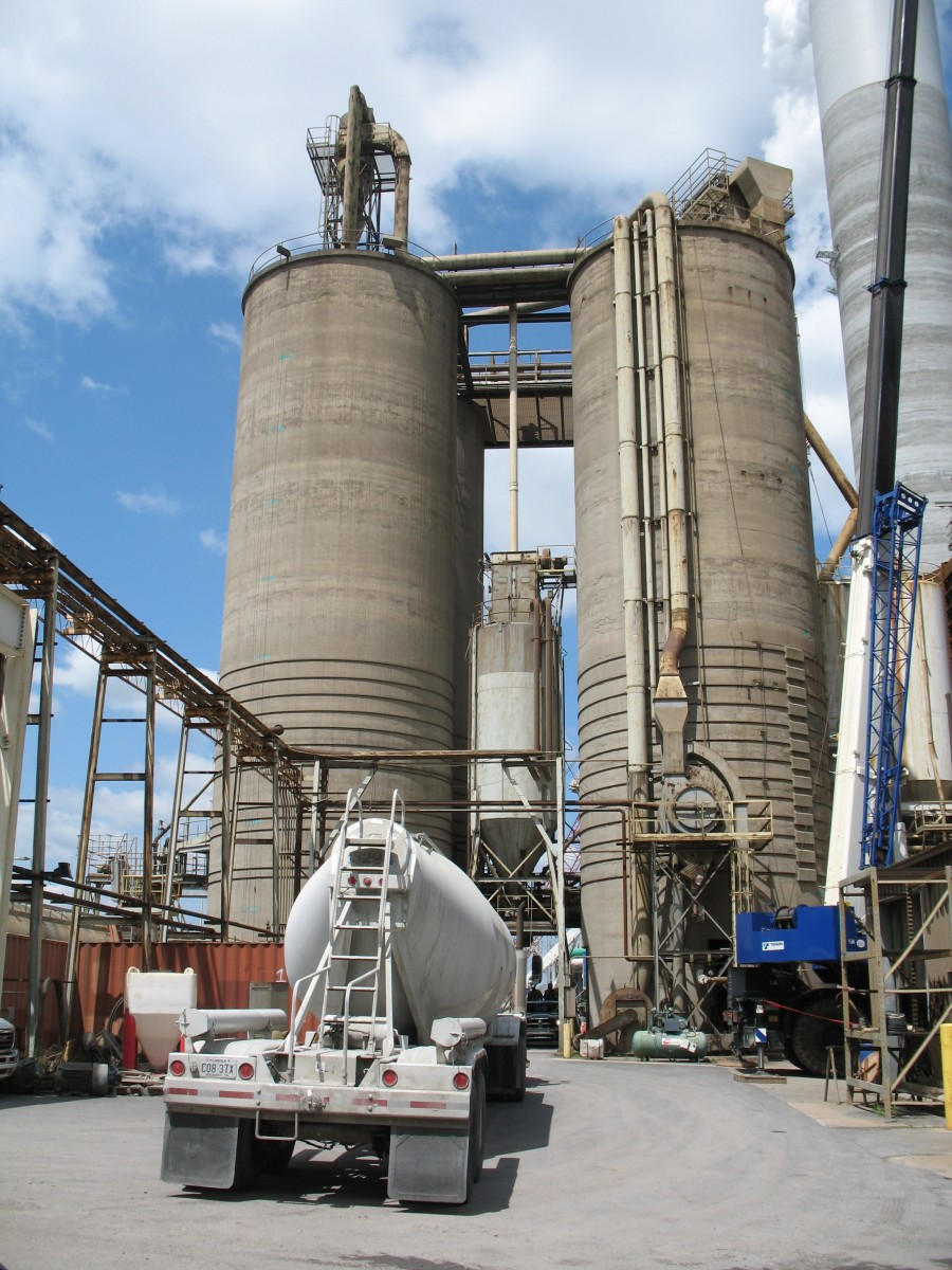CEE researchers worked with Southern Company to collect fly ash from one of the comapny's processing facilities in Georgia.
