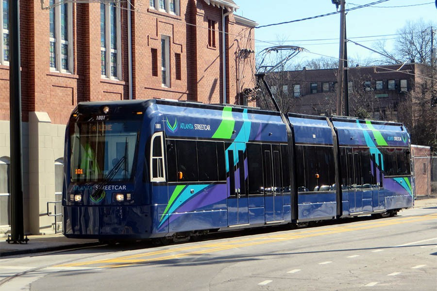 The Atlanta Streetcar near the original Ebenezer Baptist Church in Atlanta. Georgia Tech researchers have developed a way to improve the timing of the streetcar, eliminating the need for schedules and reducing passenger wait time. (Photo: Spmarshall42 / Wikimedia Commons)