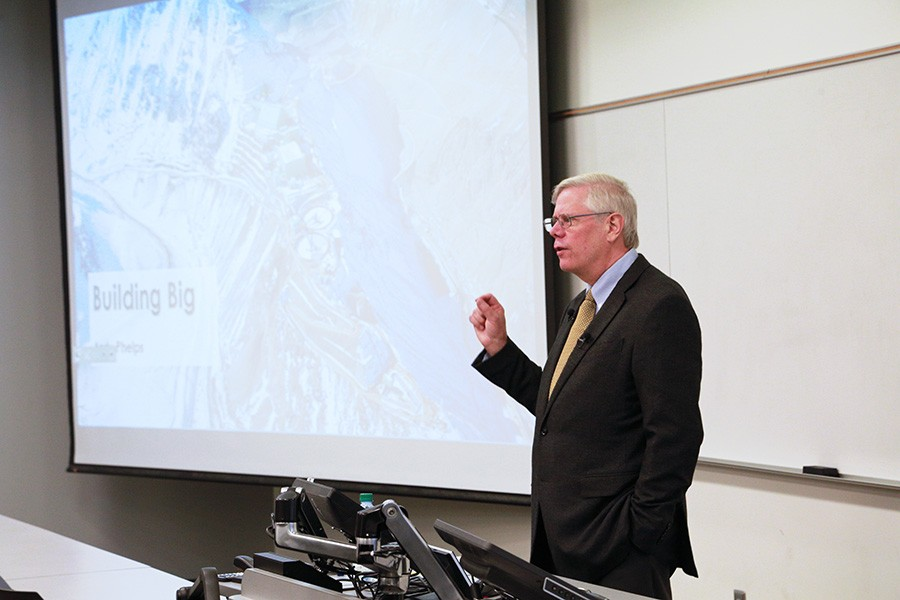 """Andy Phelps delivers the fall 2017 lecture for the Hyatt Distinguished Alumni Leadership Speaker Series. (Photo by Zonglin """"Jack"""" Li)"""